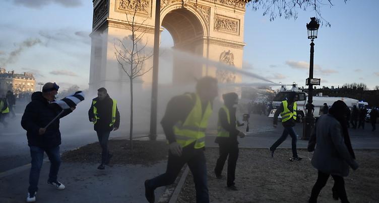 « Gilets jaunes »: mesures de fermeté et préfet de police limogé