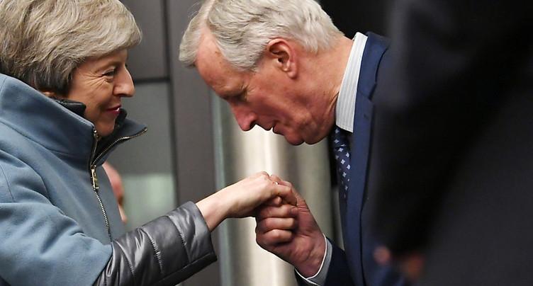 L'UE avertit du coût politique et économique d'un report