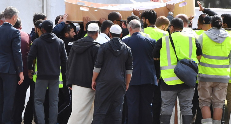 Attentat de Christchurch: premières funérailles