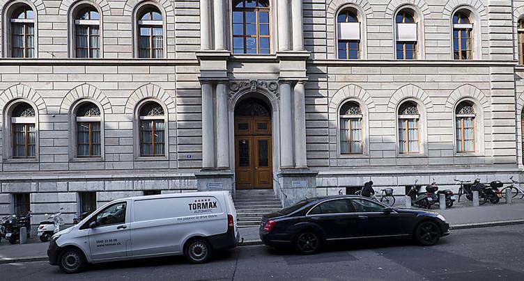 Symboles religieux interdits aux employés d'un tribunal