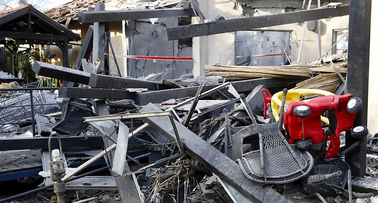 Tir de roquette: Israël envoie des renforts autour de Gaza