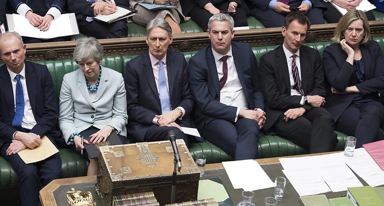 Les députés britanniques votent un droit de regard