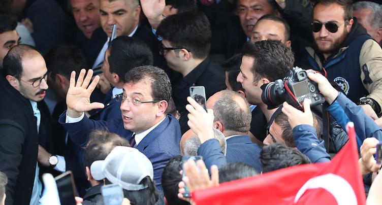 Le candidat de l'opposition proclamé vainqueur à Istanbul