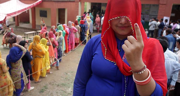 Un Indien se coupe un doigt après avoir voté pour le mauvais parti