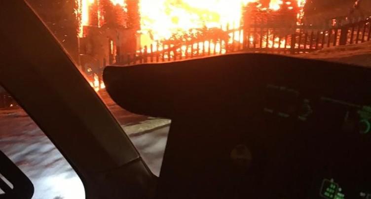 Un chalet détruit par le feu à Täsch VS: pas de blessé