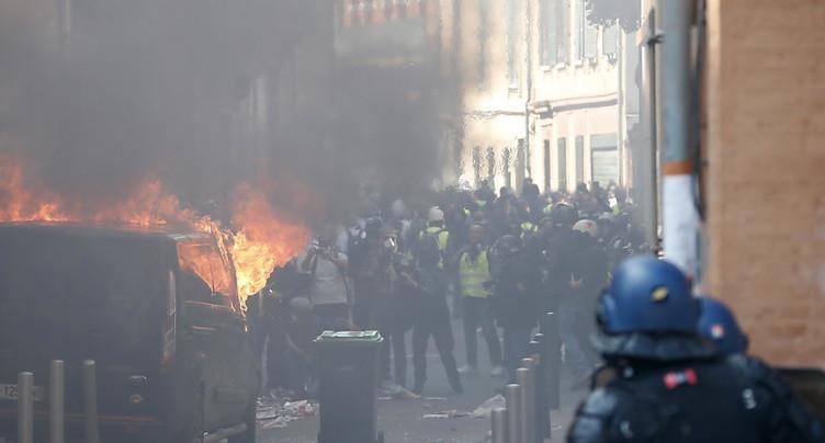 Nouvel acte de « gilets jaunes » à Paris pour un nouvel « ultimatum »