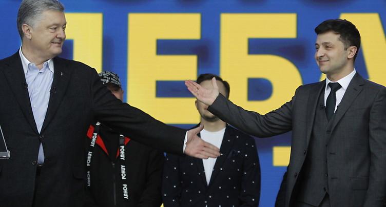 Ukraine: le comédien Zelensky aux portes du pouvoir