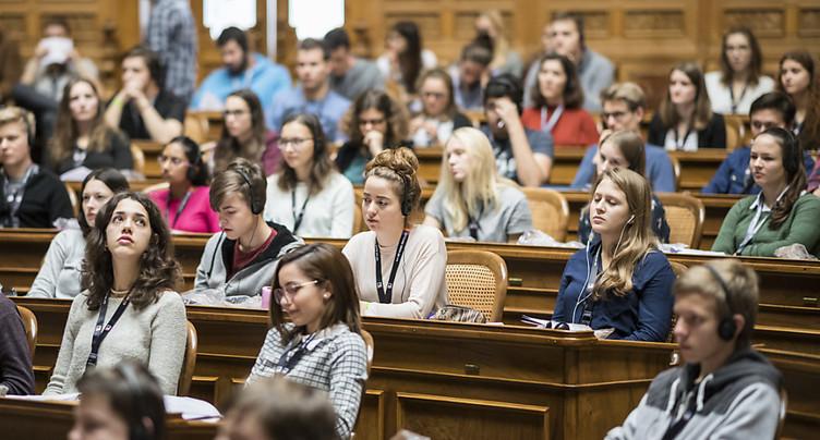 Intéresser les jeunes à la politique, un défi collectif