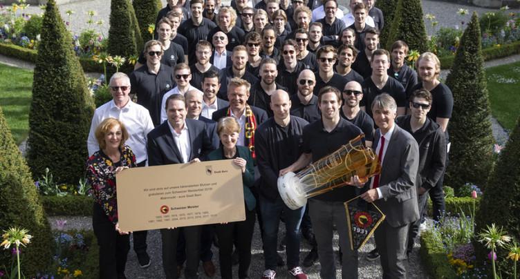Joueurs du CP Berne reçus par les autorités bernoises