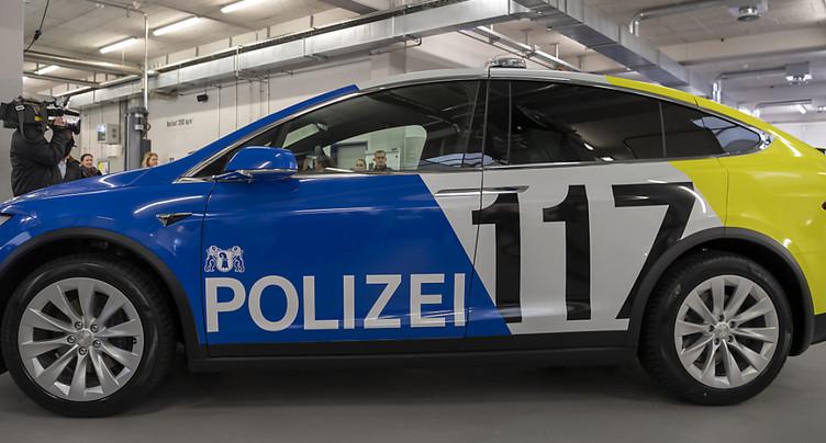 Les Tesla de la police de Bâle-Ville sont désormais opérationnelles