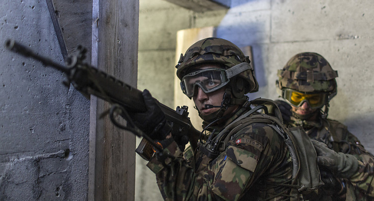 L'armée suisse doit se préparer à des conflits hybrides