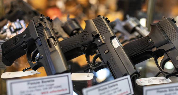 Les Suisses soutiennent la révision de la loi sur les armes
