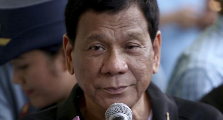 Le président philippin prend le contrôle du Sénat