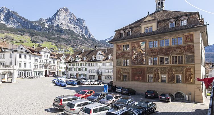 Schwyz et Uri s'adaptent à la réforme fiscale fédérale