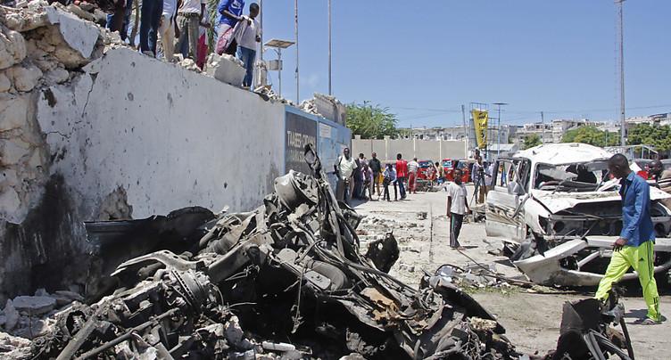 Cinq morts dont un ex-ministre dans l'explosion d'une voiture