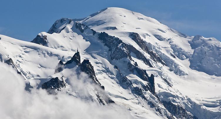 Une skieuse suisse dans le massif du Mont-Blanc