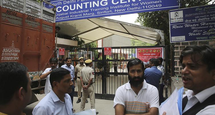 Début du dépouillement des bulletins de vote des élections en Inde
