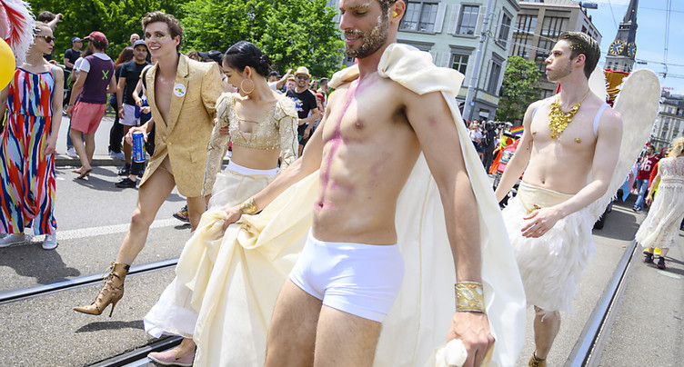 Des milliers de personnes pour l'égalité des droits à Zurich