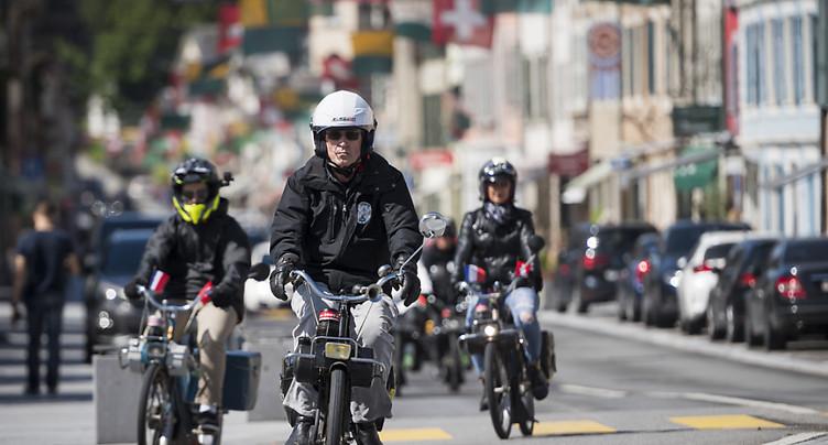 Quarante passionnés font le tour du Léman en Vélosolex