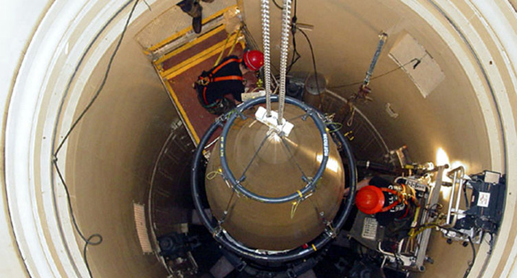 Moins d'armes nucléaires dans le monde, mais plus modernes