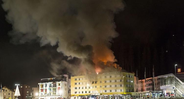 La cause de l'incendie qui a ravagé un hôtel à Arosa reste inconnue