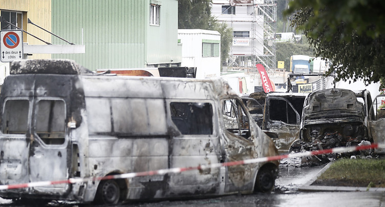 Nouvelle attaque d'un convoi - Véhicules incendiés