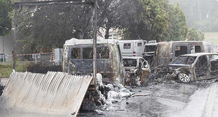 Nouvelle attaque de fourgon blindé dans le canton de Vaud - Plusieurs véhicules incendiés