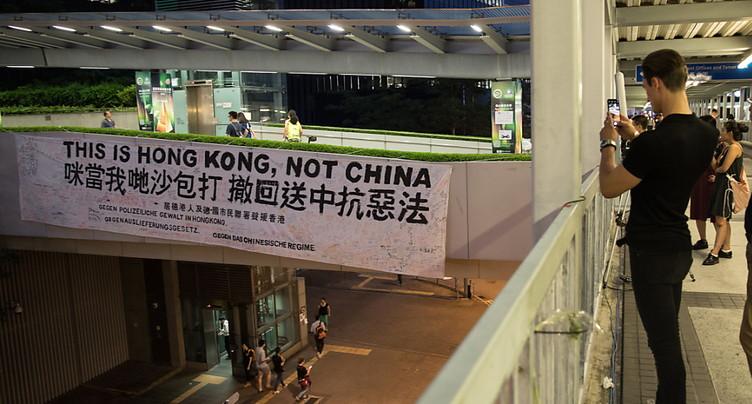Centaines de manifestants en route vers le Parlement de Hong Kong