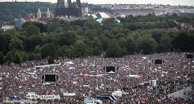 Prague: 250'000 manifestants veulent le départ du Premier ministre