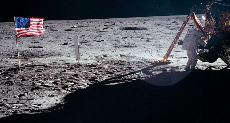 L'inéluctable désagrégation de la combinaison de Neil Armstrong