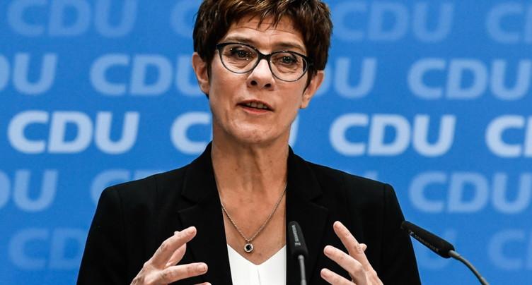 La dauphine de Merkel, AKK, nommée ministre de la Défense