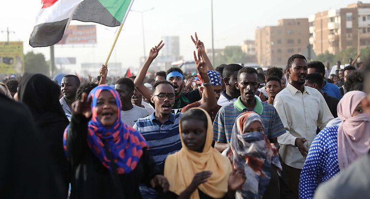 Signature d'un accord entre militaires et chefs de la contestation au Soudan