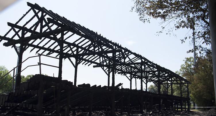 La tribune en bois d'un stade lausannois part en fumée