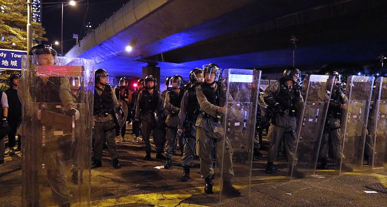 La police tire contre des protestataires anti-gouvernementaux