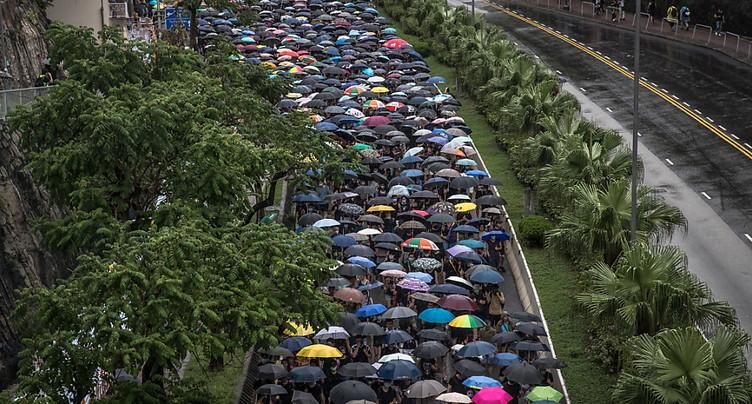 Manifestations rivales à Hong Kong, où les divisions se creusent