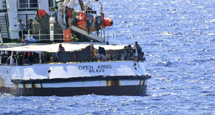 Open Arms: Madrid envoie un navire militaire récupérer les migrants