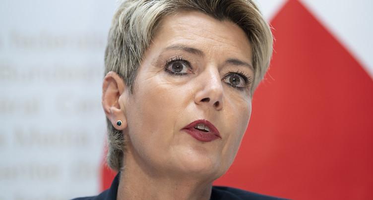 Karin Keller-Sutter appelle à frapper fort contre les hooligans