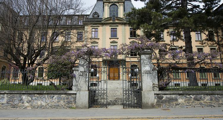 Dix ans de prison requis pour avoir étouffé son bébé en Valais