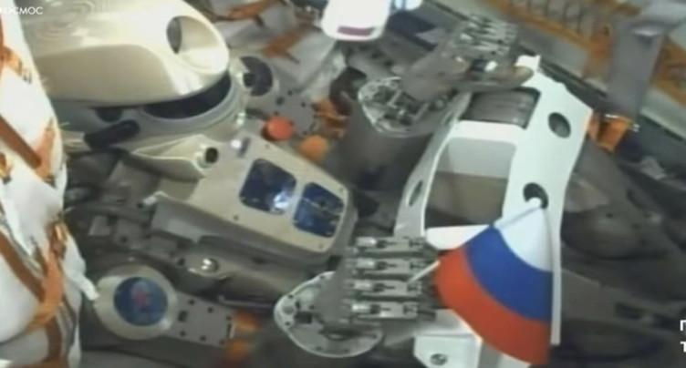 Soyouz et le robot humanoïde ne parviennent pas à s'arrimer