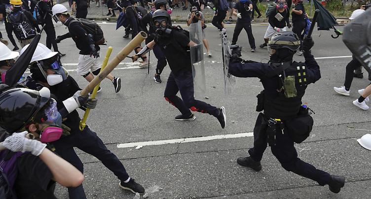 Nouveau face-à-face tendu entre manifestants radicaux et policiers