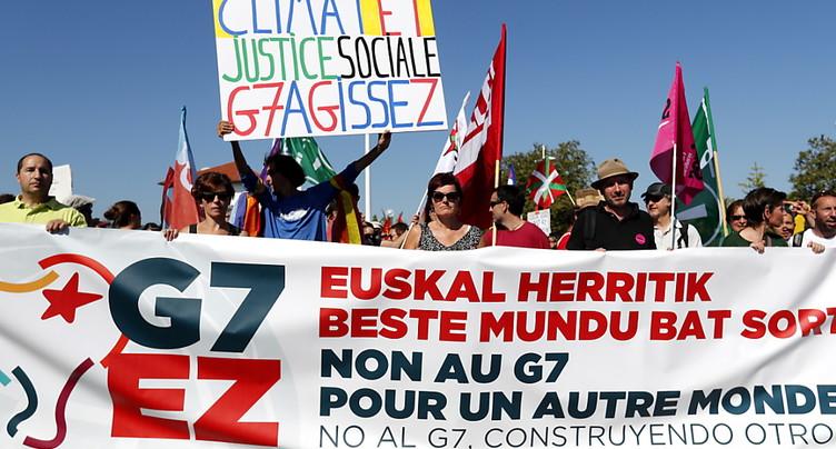 A Hendaye, la grande manifestation anti-G7 s'élance
