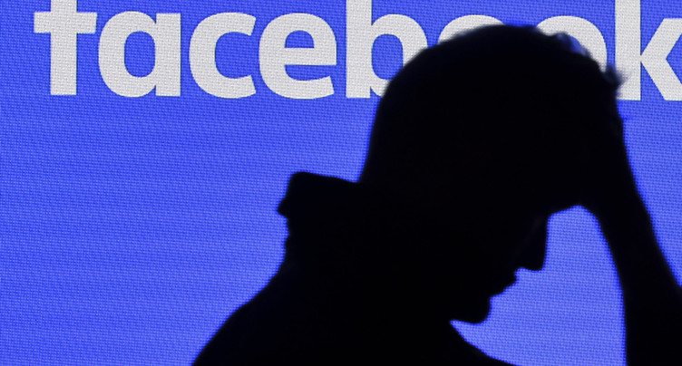 Facebook suspend des dizaines de milliers d'applications