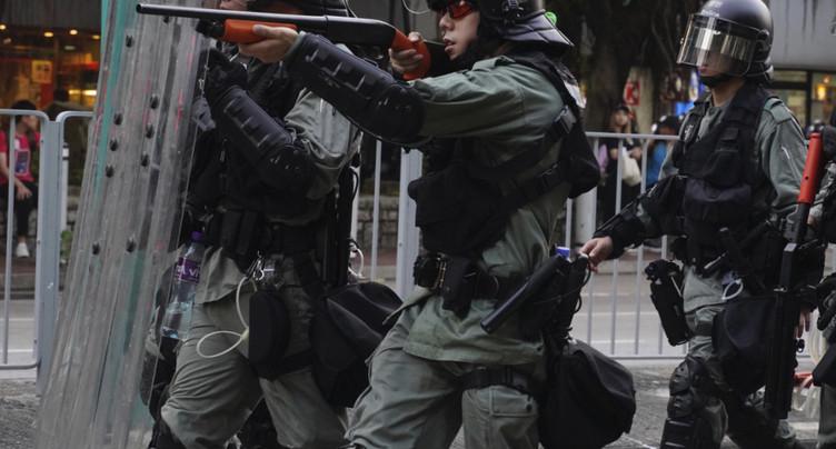 Affrontements pour le 16e week-end de manifestations à Hong Kong