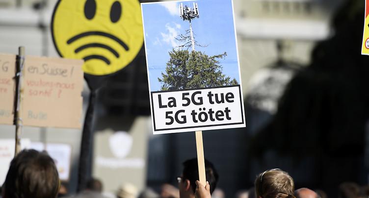 Des milliers de personnes manifestent à Berne contre la 5G