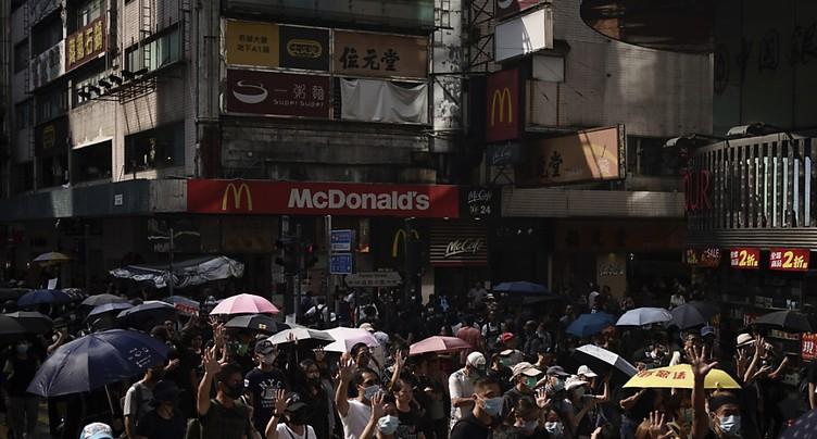 Lacrymogènes et canon à eau contre des manifestants en colère