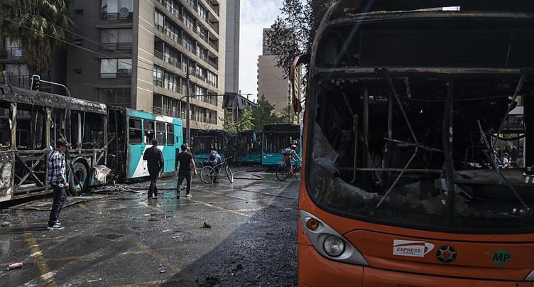 Trois morts à Santiago, premières victimes des émeutes