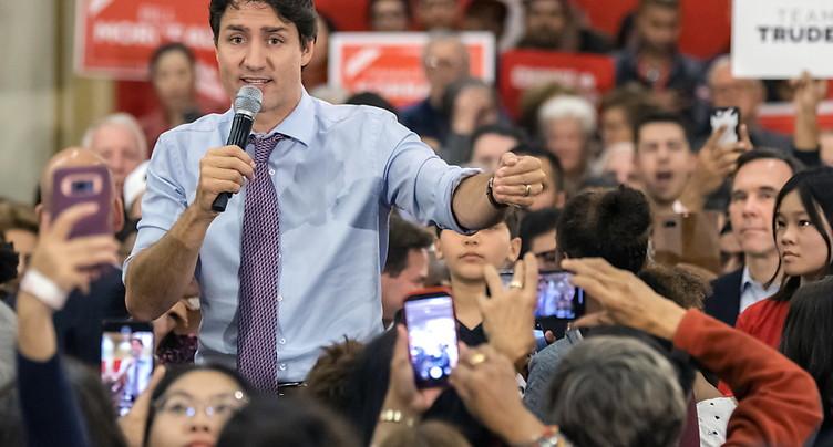 Dernières passes d'armes à la veille des élections canadiennes