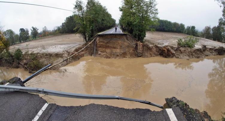 Orages violents dans le nord de l'Italie: un mort, un pont effondré