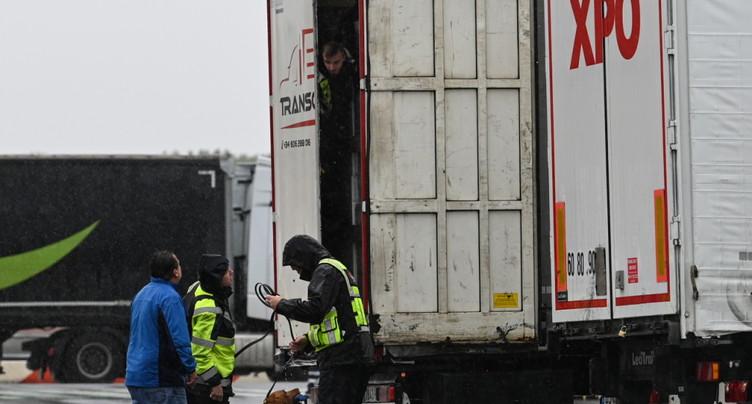 Trente-neuf corps découverts dans un camion venant de Bulgarie