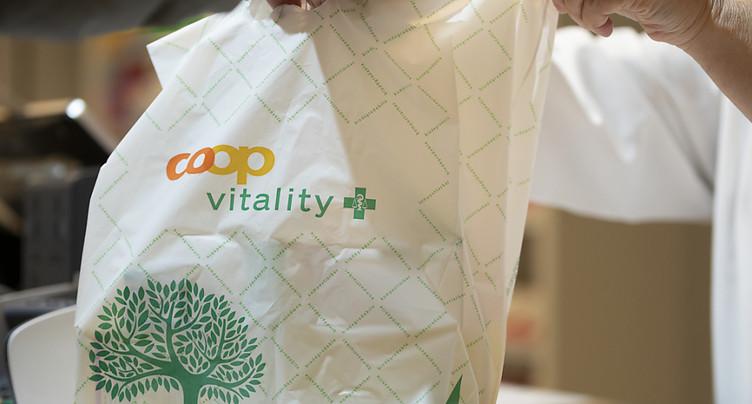 Coop et Migros renonceront aux sacs plastique gratuits dès 2020
